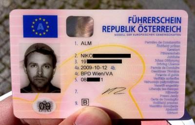 Pastafariano con scolapasta denuncia di aver subito discriminazione da parte della Motorizzazione per la foto della patente