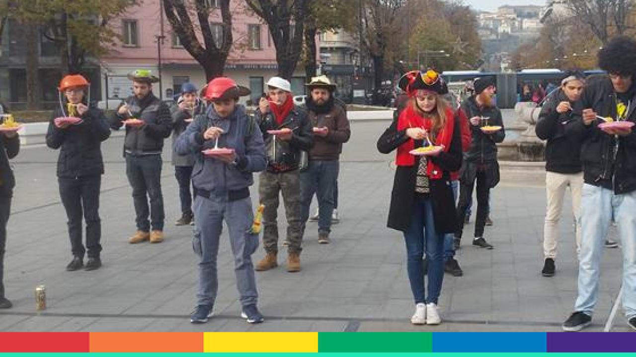 """Trieste Prima.it : """"Tagliatelle in Piedi"""", prima manifestazione cittadina dei pastafariani pro unioni gay ed eutanasia Eventi a Trieste"""