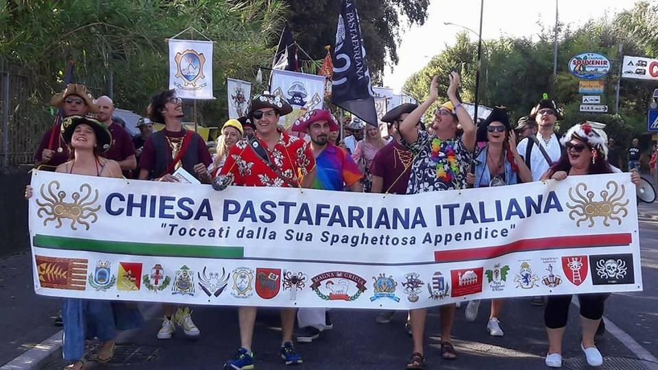 Il Tirreno-Massa : I pirati Pastafariani hanno invaso Marina